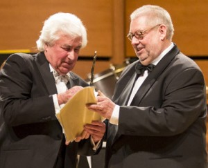 Jury President Remy Franck presents the Award Trophy to Maestro Kitajenko Photo: ICMA-Martin Hoffmeister