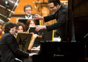 Alessandro Mazzamuto playing the Rachmaninov Concerto at the ICMA Gala, with conductor John Axelrod and LaVerdi Photo: LaVerdi