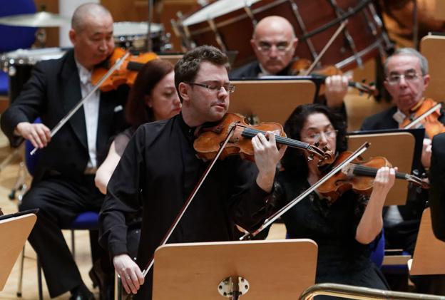 Alexander Sitkovetzky performing the Panufnik Concerto at nthe ICMA Gala Concerft in Ankara, with the Bilkent Symphony Orchestra (c) Aydin Ramazanoglu