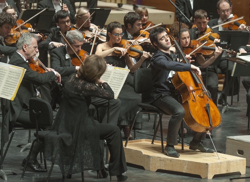 Pablo Ferrandez playing at the ICMA Gala with the Euskadi Orchestra under the baton of Jun Märkl (c) Juantxo Egana